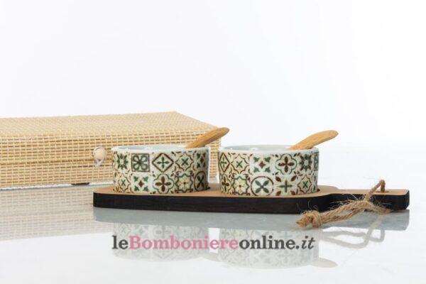 Vassoio in legno con ciotole in porcellana Cuorematto