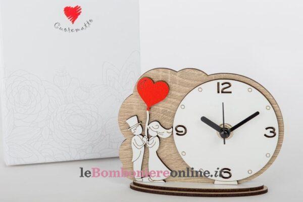 Orologio in legno con sposini Cuorematto